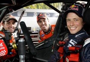 Casey Stoner (paling kanan) berada di mobil V8 Supercar