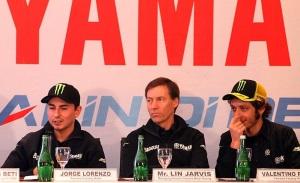 (dari kiri ke kanan) Lorenzo, Lin Jarvis, dan Rossi di Jakarta. Sumber: Iwanbanaran.com