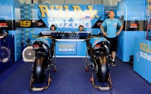 tim Suzuki MotoGP saat sesi uji coba resmi MotoGP di Valencia, November 2011. Sumber: MCN