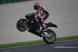 Stevan Bradl di sesi tes resmi MotoGP di Valencia, November 2012. Sumber: Crash.