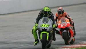 Valentino Rossi dan Marc Marquez di sesi tes resmi MotoGP Sepang 2. Sumber; TWB